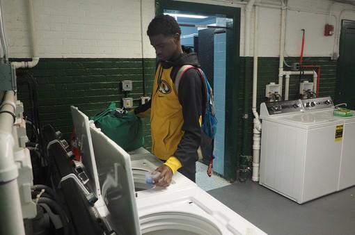 Mỹ: Trường học đặt máy giặt miễn phí cho học sinh nghèo