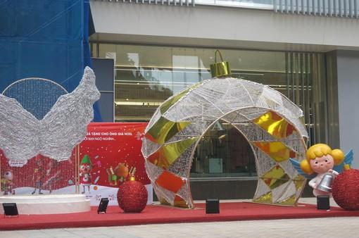 """Những địa điểm """"sống ảo"""" dịp Giáng sinh không bao giờ cũ tại Hà Nội"""