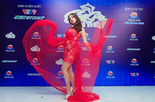 Miko Lan Trinh tái hiện tiết mục giành giải Hoa hậu Tài năng