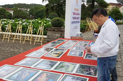 Triển lãm ảnh ngoài trời - Nét mới tại Liên hoan Truyền hình toàn quốc lần thứ 38