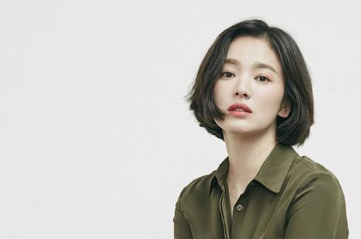 Song Hye Kyo khác lạ với tóc ngắn