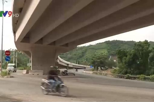 Mất an toàn giao thông tại cầu vượt đèo Rù Rì, người dân bất an