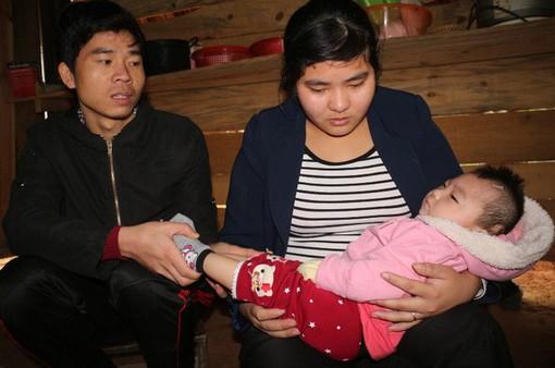 Thương bé 1 tuổi mang bệnh não úng thủy