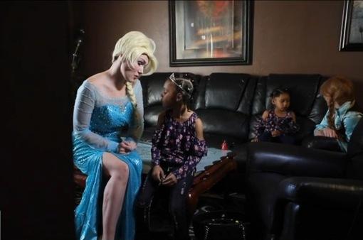 Công chúa Disney mang lại hạnh phúc cho trẻ em bị bỏ rơi
