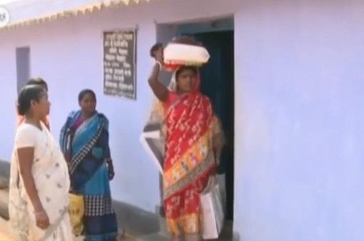 Người nghèo Ấn Độ bị từ chối trợ cấp thực phẩm do lỗi máy tính