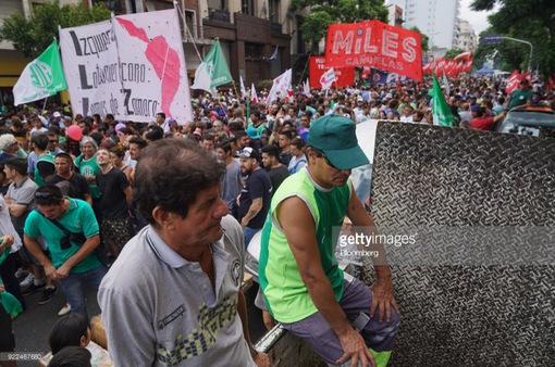 Tài xế xe tải tổ chức biểu tình, đường phố tại Argentina tê liệt