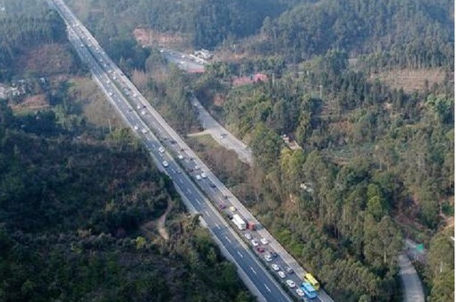 Trung Quốc: Xe ô tô dày đặc trên cao tốc sau kỳ nghỉ Tết