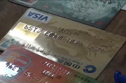 Tạm giữ 3 người nước ngoài dùng thẻ ATM giả để chiếm đoạt tiền