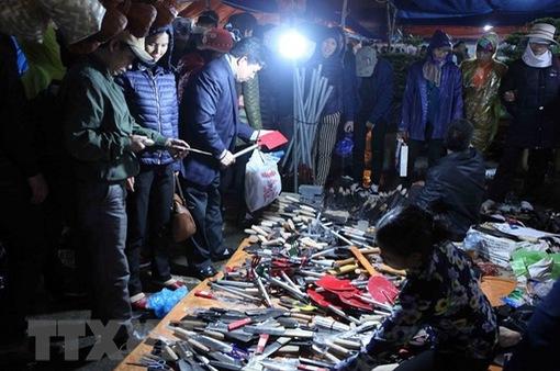 Bất chấp trời mưa rét, hội chợ Viềng Nam Định vẫn tấp nập