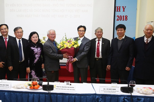 Phó Thủ tướng thăm, làm việc với Tổng hội Y học, Hội Chữ thập đỏ