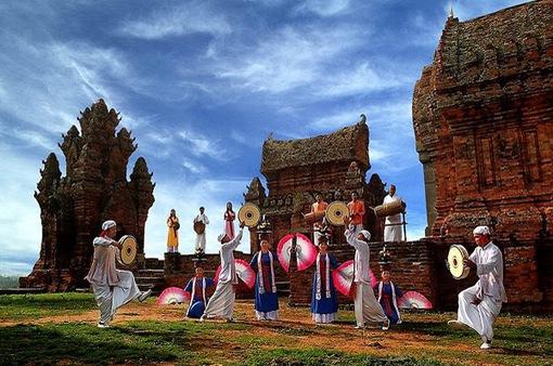 Văn hóa Chăm thu hút khách du Xuân ở Nha Trang