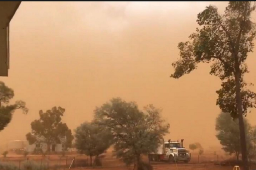 Australia: Bão bụi nhuộm cam cả thị trấn