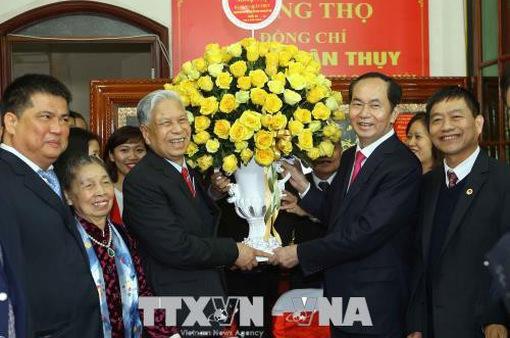 Chủ tịch nước Trần Đại Quang mừng thọ Trung tướng Đặng Quân Thụy