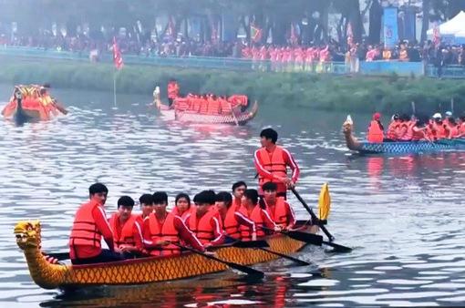 Không khí trước giờ khai hội đua thuyền rồng hồ Tây