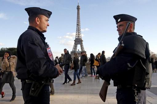 Pháp ngăn chặn 2 âm mưu tấn công khủng bố