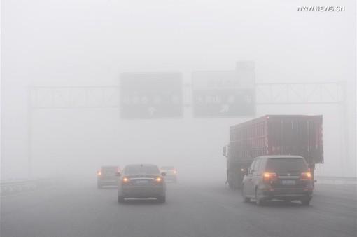 Sương mù dày đặc gây cản trở giao thông tại Trung Quốc