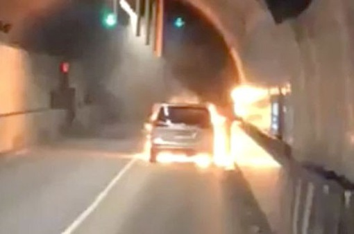 Sự cố cháy xe ở London (Anh) khiến đường hầm cao tốc phải đóng cửa
