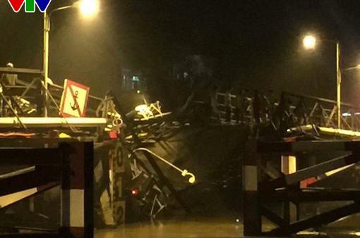 Sập cầu tại TP.HCM: Hàng chục phương tiện bị rơi xuống sông, 2 người mất tích