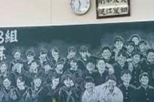 Cô giáo Nhật Bản vẽ chân dung 41 học sinh trong lớp bằng phấn
