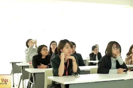 Sinh viên Việt Nam tại Nhật Bản chuẩn bị cho ngày tuyển dụng việc làm