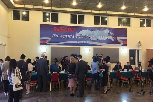 Không khí bầu cử tại Đại sứ quán Nga tại Hà Nội