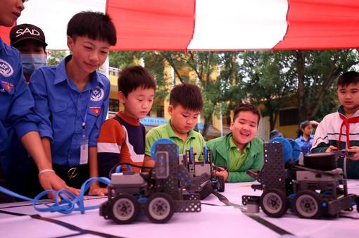 Ngày hội STEM tỉnh Bắc Ninh thu hút hàng nghìn học sinh, thầy cô tới tham dự