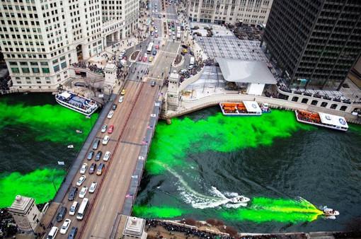 Nhuộm xanh dòng sông Chicago mừng ngày Thánh Patrick