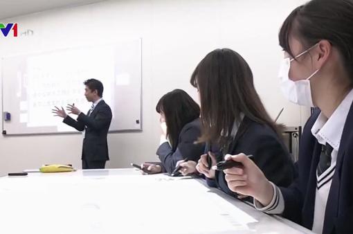 Nhật Bản quy định sử dụng sách giáo khoa điện tử từ năm 2020