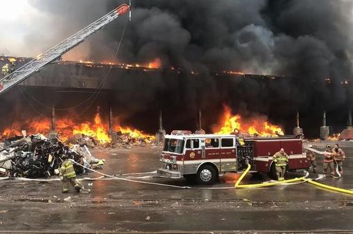 Mỹ: Nhiều chuyến tàu bị ảnh hưởng do cháy nhà máy rác