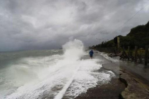 Sóng gió ở các vùng biển phía Bắc mạnh dần lên