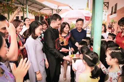 Hành trình về nguồn của NTK Đỗ Trịnh Hoài Nam và học trò