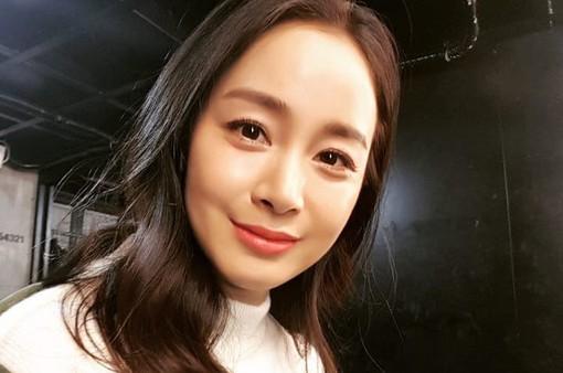 Kim Tae Hee lần đầu xuất hiện sau thời gian nghỉ sinh