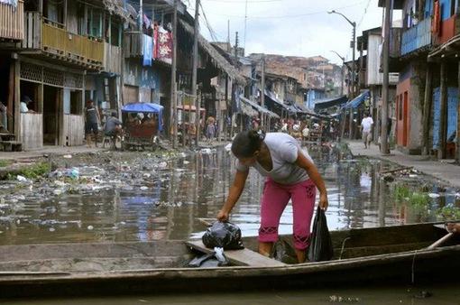 """Đến thăm """"thành phố nổi kiểu Venice"""" phiên bản'nghèo khổ và bẩn thỉu"""
