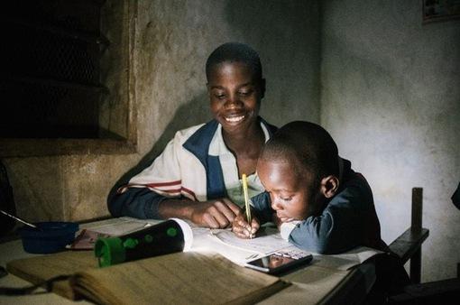 Công nghệ mới giúp hàng triệu người Châu Phi tiếp cận với nguồn năng lượng rẻ và sạch