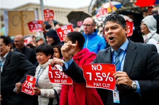 Nhân viên LHQ biểu tình phản đối biện pháp khắc khổ