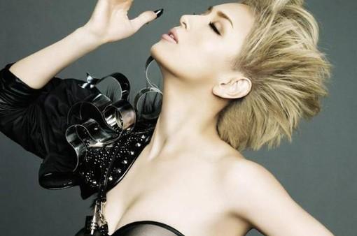 """""""Nữ hoàng tiệc tùng"""" Ayumi Hamasaki hút hồn với tóc ngắn và vàng"""