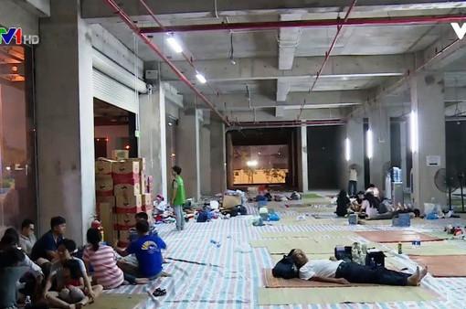 Vụ cháy chung cư Carina TP.HCM: Đêm tạm cư đầu tiên của cư dân