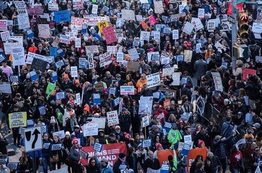 """Mỹ: """"Biển người"""" xuống đường diễu hành kêu gọi siết chặt quản lý súng"""