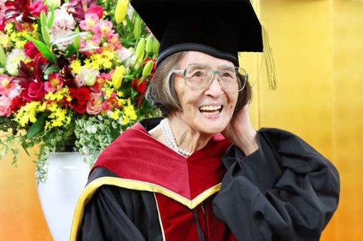 Người cao tuổi nhất ở Nhật Bản được nhận bằng tiến sỹ