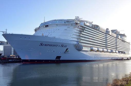 Hạ thủy du thuyền lớn nhất thế giới Symphony of the Seas