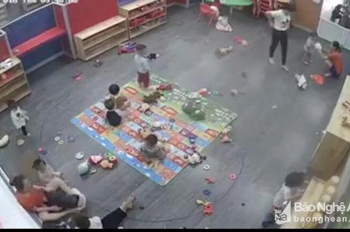 Tạm đình chỉ giáo viên mầm non trong clip đánh học sinh ở Nghệ An
