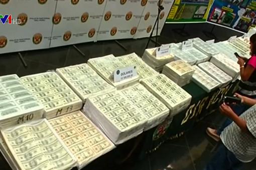 Peru triệt phá đường dây làm tiền giả, thu giữ 18,5 triệu USD