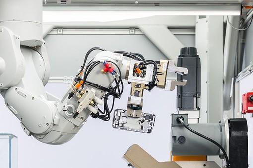 """Apple ra mắt robot """"phá"""" iPhone thế hệ mới"""