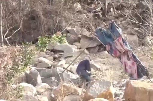 Bình Thuận: Ngang nhiên xẻ núi khai thác đá trái phép
