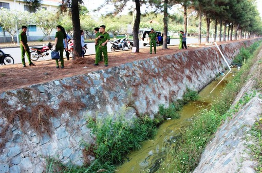 Xác minh vụ rò rỉ dầu máy ra môi trường tại Đồng Nai