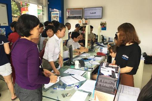 Hà Nội: Người dân đổ xô đi bổ sung thông tin thuê bao ngày cuối tuần