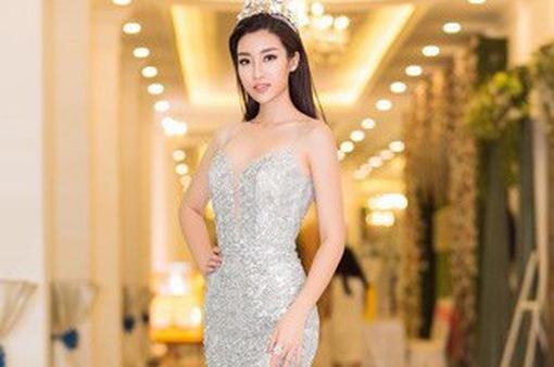 Hoa hậu Đỗ Mỹ Linh lần đầu diện váy xẻ sâu táo bạo