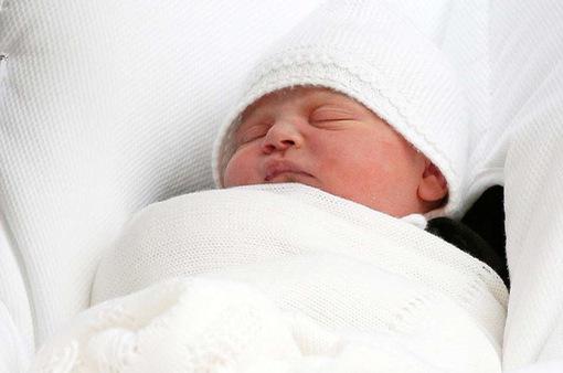 Những hình ảnh đầu tiên của hoàng tử bé nước Anh