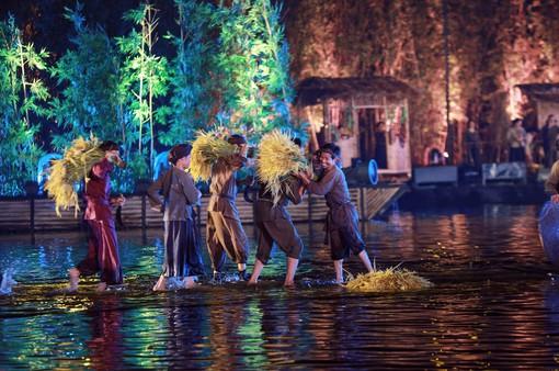 """Sân khấu """"Tinh hoa Bắc bộ - The Quintessence of Tonkin"""":""""Gạn đục khơi trong"""" để du khách hiểu và yêu văn hóa Việt"""
