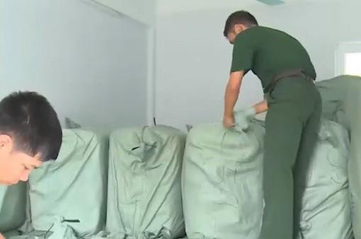 Bắt giữ hàng chục tấn quần áo cũ nhập lậu